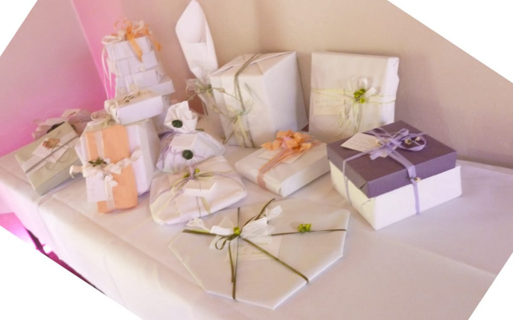 Geschenke fuer den Wunschtisch schoen eingepackt