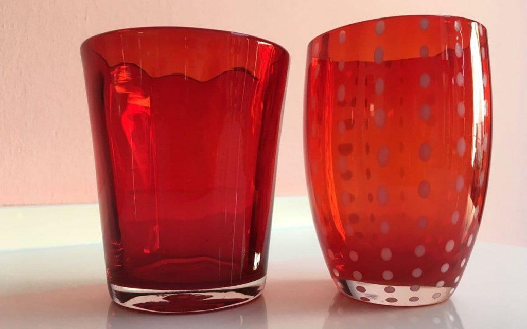 glas in verschiedener form bunt und klar nicht nur zum trinken. Black Bedroom Furniture Sets. Home Design Ideas