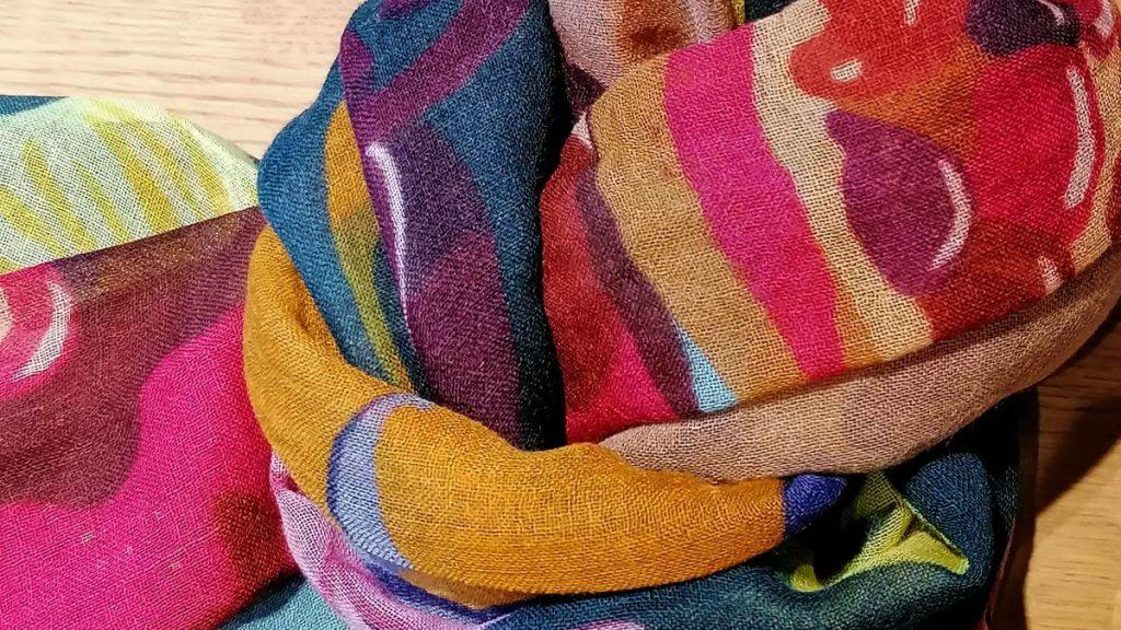 Farbenfroher Schal von Beck Söndergaard