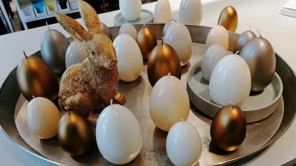 Goldhase und Eierkerzen