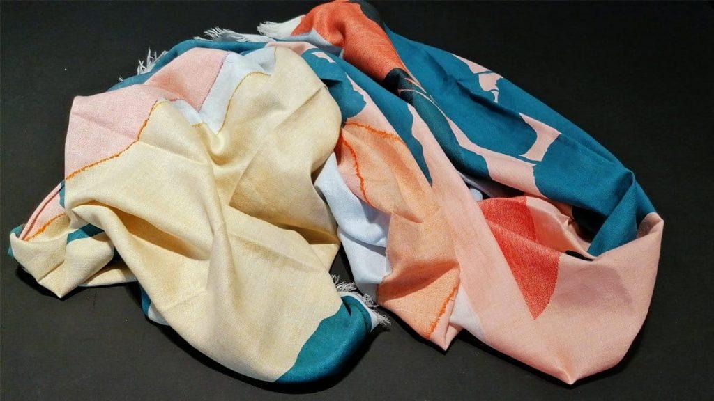 Schal Baumwolle, eine Seite mit Bouclé-Nähten