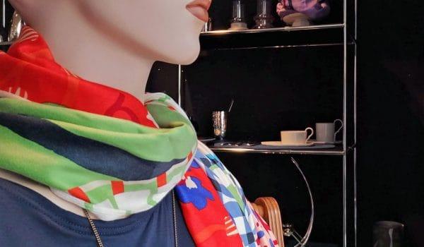 Farbenfrohe Tücher von Inouitoosh